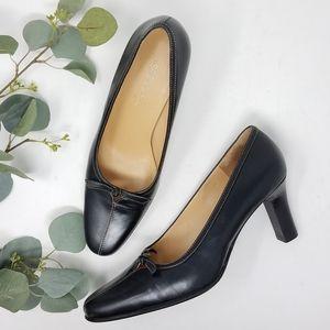 AEROSOLES Black Leather Heels 8.5M Unbuckle